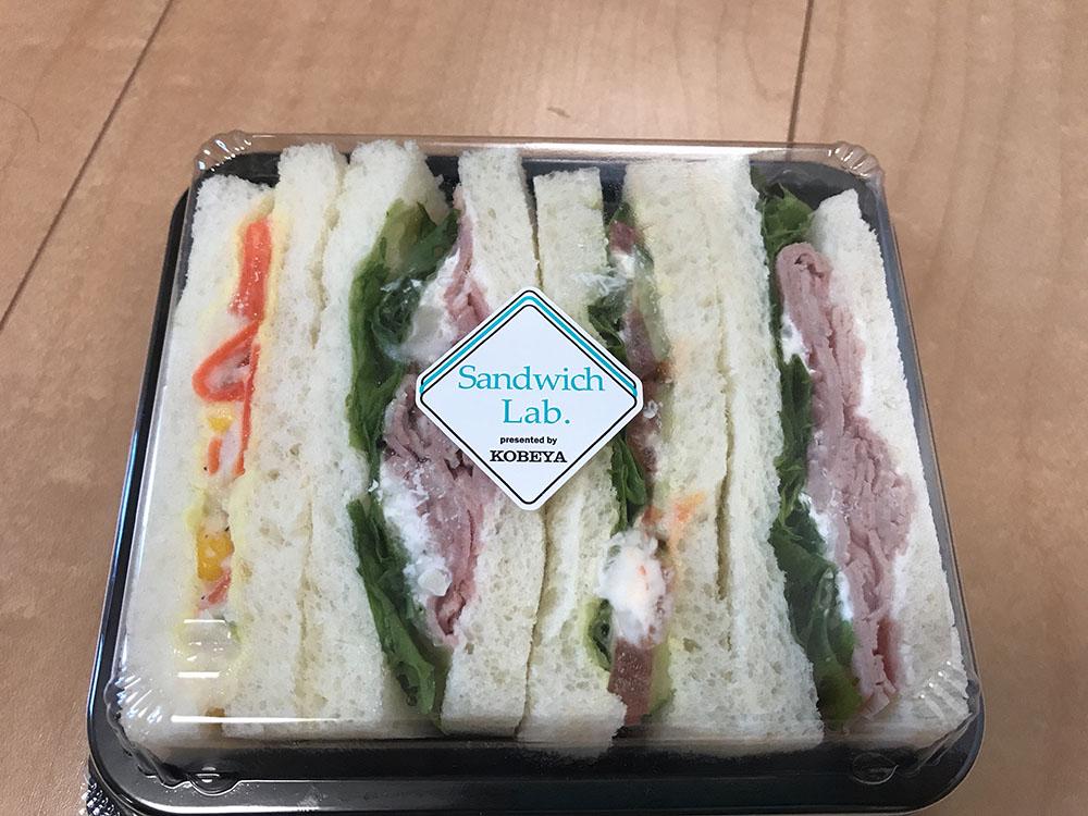 フレッシュベーカリー神戸屋 中百舌鳥店 国産ショルダーハムサンドイッチとくるみとレーズンのパンがおすすめ