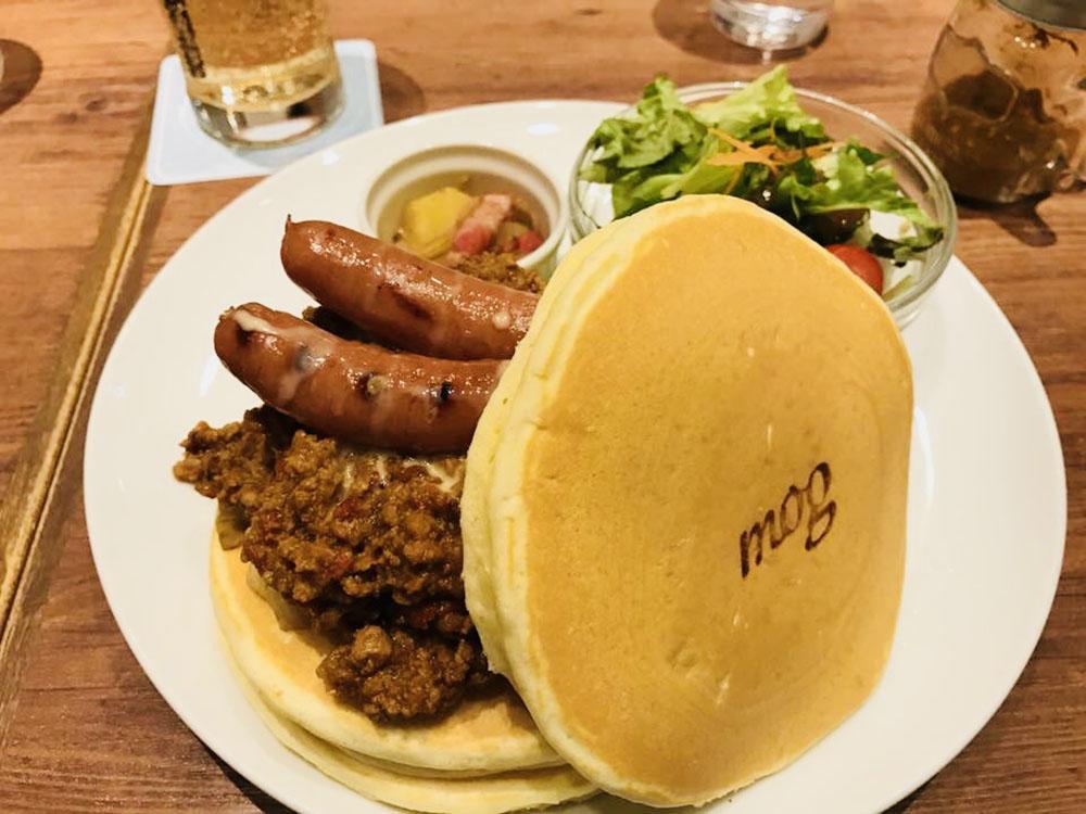 難波で大人気のパンケーキカフェmog難波店・スパイシーな香りのキーマ咖喱のパンケーキ