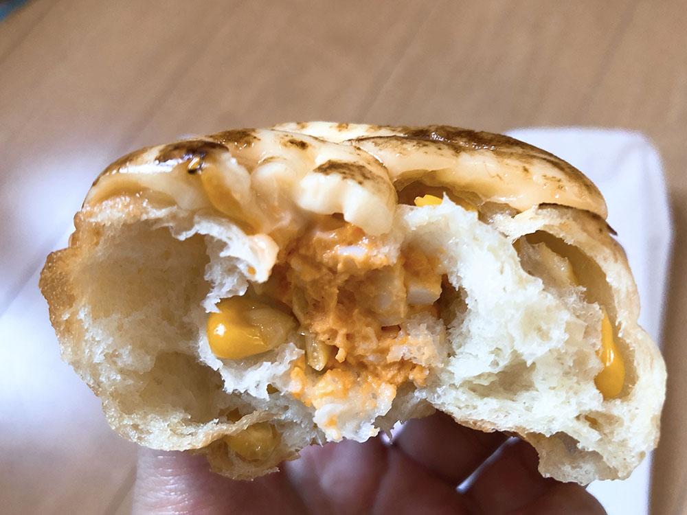 梅田で人気のパン屋さんROUTE271(ルート271)のやみつき豚肉のエピとマヨたまコーンがおすすめ