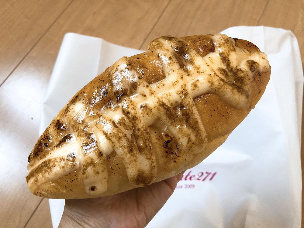 梅田で人気のパン屋さんROUTE271(ルート271)のやみつき豚肉のエピとマヨたまコーンがおすすめ・ROUTE271