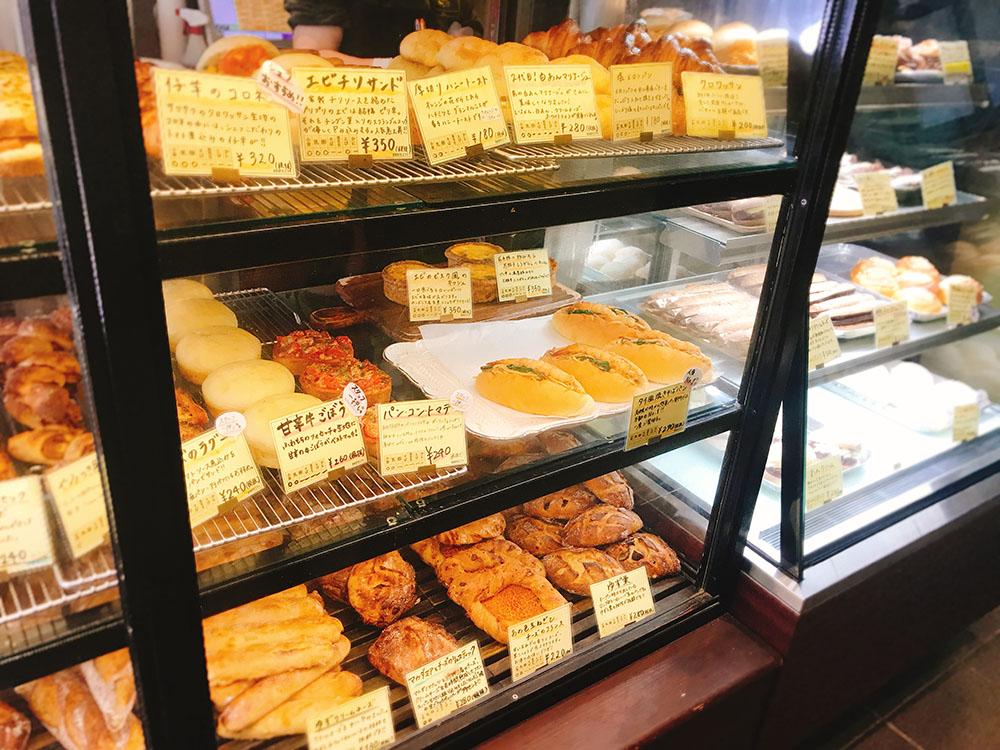 ルート271のタイ風焼きそばパンが開店前から行列ができる人気のパン