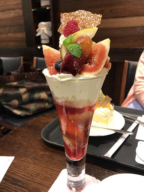 旬の美味しいフルーツケーキやパフェが楽しめるカフェ・FOUNDRY(ファウンドリー)はキラキラケーキがいっぱい